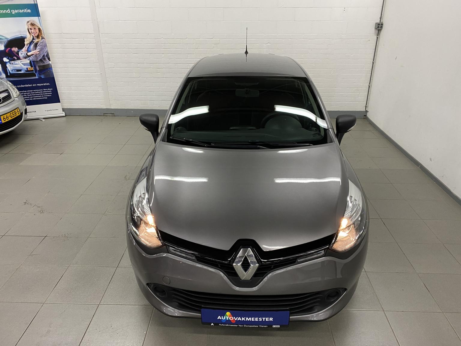 Renault-Clio-37